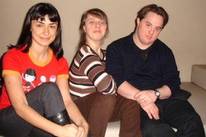 Alek, editora do blog do Colegas, com Ritinha e Ariel na Gatacine