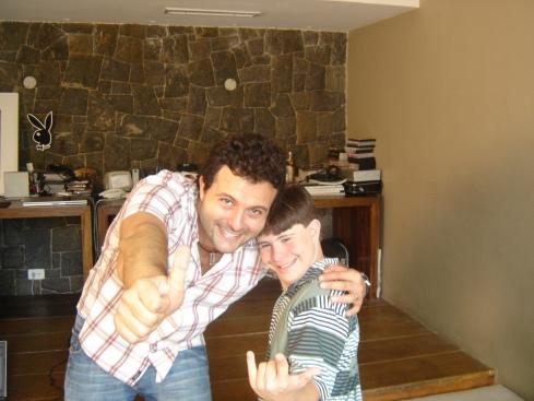 O diretor Marcelo Galvão com Victor