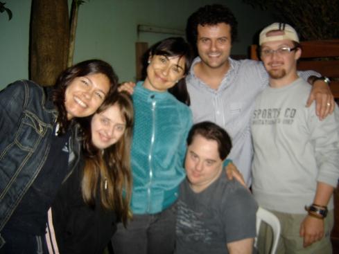 Celebração: Lud, Rita, Alek, Galvão, Rodrigo e Ariel (à frente)