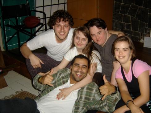 O ator Guilherme Magon, Ritinha, Ariel, Leonardo e Maria José (Zezé)