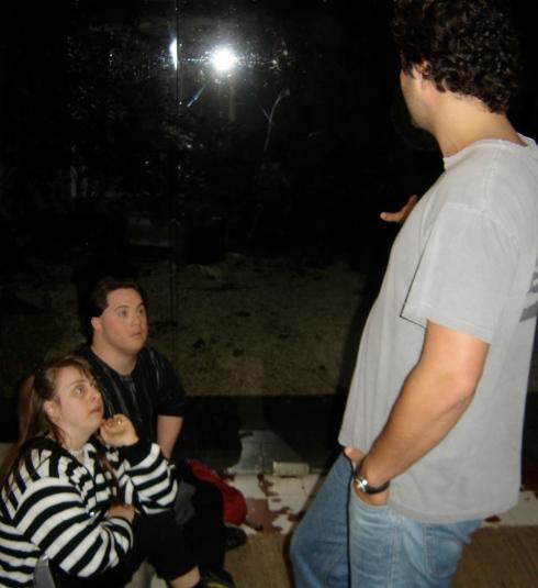 Rita e Ariel atentos à orientação do diretor