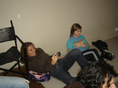 A produtora Andréa Beni também tira fotos ao lado de Zezé