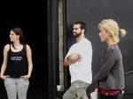 "Karen Makrous, Gabriel Borba (Gatacine) e a atriz Juliana Didone ouvem Marcelo Galvão narrar ""A Lenda do Jabulani""."