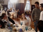 Ariel, Rita, o diretor Marcelo Galvão e o ator Elder Torres se preparam para a cena.