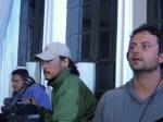 Fernando (contra-regra), Makino (câmera) e o diretor Marcelo Galvão