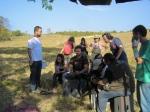 Equipe se prepara para rodar cena do picnic.