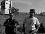 Heron (1o assistente de câmera) e Caio (1º assistente de produção)