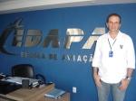 Marcelo Nóbrega, coordenador de cursos da Edapa, escola de aviação onde rodamos as cenas ontem.