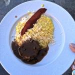 Risoto de açafrão com chips de presunto cru, medalhão de filet mignon ao molho poivre