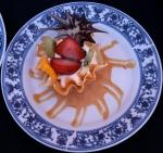 Cestinha de phylo com manga, morango, kiwi laminado com creme patisserie