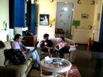Tiago (2o assistente de direção), Caio (1o assistente de produção) e o protagonista Breno Viola