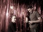 Zenor Ribas (diretor de arte) e Eduardo Portioli (1o assistente de elétrica) preparam palco para o show.