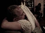 Após cena, Rita recebe abraço de Carlinhos (motorista de Ariel há 20 anos).