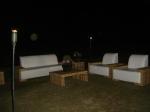 Os móveis de cena são da Márcia Locações.