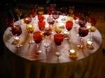 A mesa de taças começa a ser arrumada.
