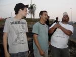 Tadeu (estagiário de produção), Sidney (ajudante de elétrica) e Alexandre (eletricista)
