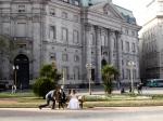 Lá estão eles em frente ao Banco De La Nación Argentina.