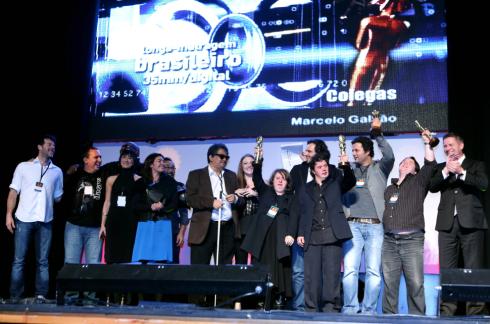 COLEGAS VENCE FESTIVAL DE GRAMADO 2012