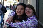 Rita com Carina Misobuchi da Gatacine que acompanhou o casal na viagem p Los Angeles