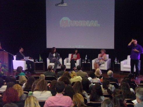 Aleksandra Zakartchouk (ao centro), diretora de comunicação do filme Colegas, foi mediadora do debate que discutiu cases de empresas que incluem pessoas com deficiência em suas equipes